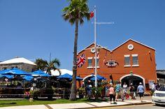 Locali a Dockyards, estremità ovest delle Isole Bermuda #viaggiaescopriBermuda #gotoBermuda http://www.viaggiaescopri.it/isole-bermuda-i-segreti-per-vivere-una-vacanza-low-cost/