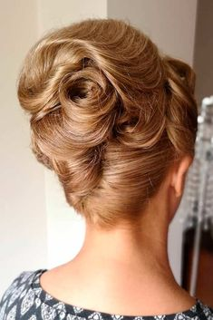 Party Hairstyles Breathe in a modern life into vintage beehive hair! Hairstyles Breathe in a modern life into vintage beehive hair! Beehive Hairstyles, Baddie Hairstyles, Older Women Hairstyles, Elegant Hairstyles, Vintage Hairstyles, Hairstyles With Bangs, Hairdos, Breathe, Pin Up Curls