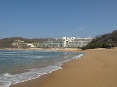 Secrets Huatulco Resort Spa: Beautiful long beach to walk.