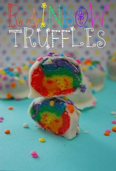 cake pops made w/ different color cupcakes. Rainbow Desserts, Rainbow Food, Taste The Rainbow, Just Desserts, Delicious Desserts, Yummy Food, Rainbow Treats, Sweet Desserts, Cupcakes