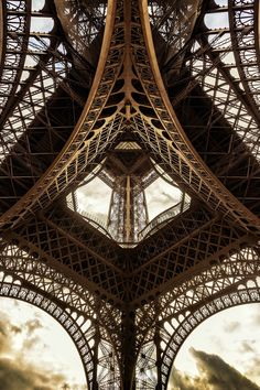 ITAP : A different perspective of the Eiffel Tower, Paris. Eiffel Tower Photography, Paris Photography, Silhouette Design, Monuments, Three Days In Paris, Eiffel Tower Drawing, Eiffel Tower Pictures, Funny Videos, Funny Memes