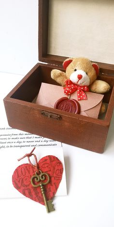 Perfect Treasure box of love for your loved one. Long Distance Relationship gift idea. by Dafna Yarom - PaperJewelryDesign on Etsy https://www.etsy.com/shop/PaperJewelryDesign