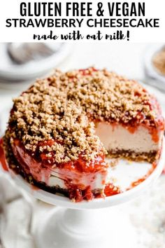This gluten free and vegan strawberry cheesecake is an absolute dream with the strawberry sauce and oat crumble on top. It is no bake, easy to make, vegan and absolutely delicious. vegan cheesecake Gluten Free & Vegan Strawberry Cheesecake (with Oat Milk) Patisserie Sans Gluten, Dessert Sans Gluten, Vegan Dessert Recipes, Healthy Desserts, Milk Recipes, Vegan Baking Recipes, Cooking Recipes, Strawberry Cheesecake, Strawberry Sauce