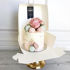 Pretty in Pink met Teal macarons Gorgeous Cakes, Pretty Cakes, Nake Cake, Buttercream Wedding Cake, Engagement Cakes, Little Cakes, Floral Cake, Elegant Cakes, Drip Cakes