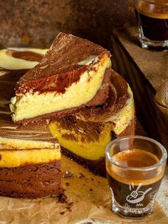 Variegato al caffè // baked coffee variegated cheesecake Sweet Recipes, Cake Recipes, Dessert Recipes, Italian Desserts, Italian Recipes, Ricotta, Cupcakes, Breakfast Cake, Sweet Cakes