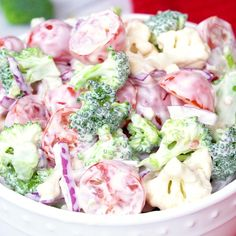 Christmas Salad – Contains all the colors of Christmas! This fresh, bright salad is made with broccoli, cauliflower, red onion and cherry tomatoes mixed with a creamy dressing The post Christmas Salad appeared first on Woman Casual - Food and drink Vegetarian Recipes, Cooking Recipes, Healthy Recipes, Cooking Games, Cooking Corn, Cooking Pasta, Cooking Steak, Cooking Classes, Cooking Tips