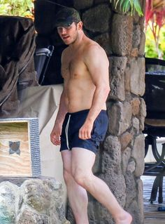 Chris Pratt Goes Shirtless, Shows Off His Hot Body in Hawaii!: Photo Chris Pratt puts his muscular physique on display while going shirtless for a relaxing day in Hawaii on Friday (June The actor, who was seen looking… Chris Pratt Shirtless, Shirtless Men, Hot Rugby Players, Hot Dads, Scruffy Men, Beefy Men, Le Male, Hot Actors, Muscle Men