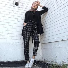 How to Wear Checked Pants For Hijab Outfit – Hijab Fashion 2020 Hijab Casual, Modest Fashion Hijab, Modern Hijab Fashion, Street Hijab Fashion, Hijab Fashion Inspiration, Islamic Fashion, Hijab Chic, Muslim Fashion, Casual Outfits