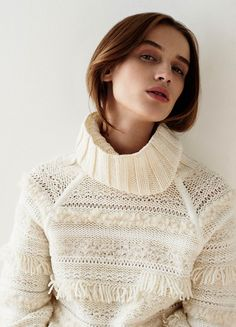 Club Monaco offers chic and stylish men's and women's clothing. Discover fashionable dresses, shirts, pants and more when you shop Club Monaco. Knitwear Fashion, Knit Fashion, Sweater Fashion, Club Monaco, Mode Crochet, Knit Crochet, Pullover Mode, Pullover Sweaters, Fringe Sweater