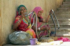 Snake Ladies - India (Assam, Brahmaputra cruise, Agra and Jaipur) Jaiput voor Monkey Temple (valavond bezoeken)