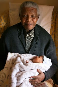Nelson Mandela holds his great-grandson, Nkosi Qheya II Zanethemba Mandela, who was born Sept. First Black President, Former President, Nelson Mandela Family, Man Of Peace, African National Congress, Black Presidents, Nobel Peace Prize, Great Leaders, African American History