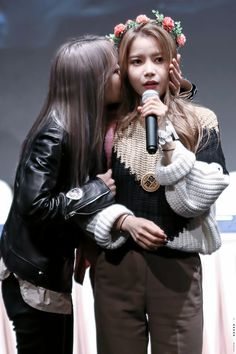 MAMAMOO - MoonByul 문별 & Solar 솔라 (MoonSun couple 문썬 커플) #문앤썬 #마마무