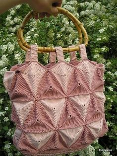 Triangle bag with digram for the triangle, you need to count how many you need. Crochet Handbags, Crochet Purses, Crochet Bags, Crochet Accessories, Bag Accessories, Triangle Bag, Crochet Triangle, Basket Bag, Knitted Bags