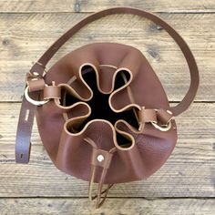 A DIY no sew leather bucket bag from Leather Needle Thread - Self Assembly Required Leather Thread, Leather Scraps, Stitching Leather, Leather Pouch, Leather Bags, Leather Bag Pattern, Leather Diy Crafts, Diy Handbag, Leather Pieces