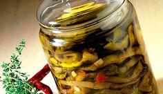 - Melanzane sott'olio - Eggplants in olive oil Preserving Eggplant, Preserving Food, Vinager, Eggplant Recipes, Milkshake, Fett, Preserves, Italian Recipes, Carne