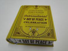 Livro Lata Day Of Peace http://papelopolis.tanlup.com/product/945824/livro-lata-day-of-peace