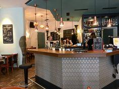 Le Café Enning, la petite bulle tranquille du centre-ville Lausanne, Liquor Cabinet, Centre, Storage, Furniture, Home Decor, Cafes, City, Purse Storage