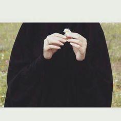 Keep silent & think - Argoratta Hijab Niqab, Muslim Hijab, Mode Hijab, Stylish Hijab, Hijab Chic, Art Photography Portrait, Girl Photography Poses, Niqab Fashion, Muslim Fashion