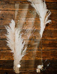 Spectacular Pampas Grass Wedding Decor ★ pampas grass wedding reception sign Light as Gold Wedding Trends, Trendy Wedding, Wedding Designs, Perfect Wedding, Diy Wedding, Wedding Day, Wedding Reception, Surprise Wedding, Gold Wedding