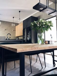 Fiskbensbord – steg för steg – Josefin Lustig Dining Room Table, Kitchen Dining, Kitchen Decor, Doors And Floors, German Kitchen, Diy Coffee Table, Bespoke Kitchens, Retro Home Decor, Living Room Designs