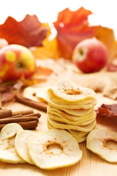 Dried #Florida fruit is an easy on-the-go snack. Take it to work, road trip or trail! Drying tips here.