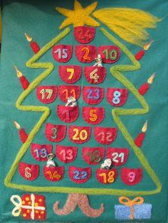 Adventní kalendář filcový Originální, každoroční adventní kalendář z filcu a ovčího rouna. Překvapte své děti drobnými dárečky nebo dobrotami schovanými v kapsičkách! Čekání na Štědrý večer bude pro Vaše děti opravdovým zážitkem. Rozměr 45 x 65 cm, závěsný.