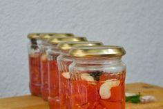 Retete Culinare - Rosii conservate cu usturoi si busuioc Canning Recipes, Veggie Recipes, Celery, Preserves, Pickles, Salsa, Mason Jars, Deserts, Veggies