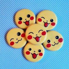 Pikachu Cookies - When Pokémon Cakes Invade Our Plates - Elle à Table Pokemon Cupcakes, Pokemon Torte, Pokemon Birthday Cake, Birthday Cookies, Cookies For Kids, Fancy Cookies, Iced Cookies, Cute Cookies, Cookies Et Biscuits
