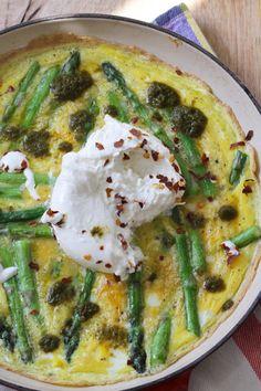 Asparagus Frittata with Burrata Casserole Recipes, Crockpot Recipes, Keto Recipes, Healthy Recipes, Keto Casserole, Quiche Recipes, Healthy Food, Scottish Recipes, Turkish Recipes