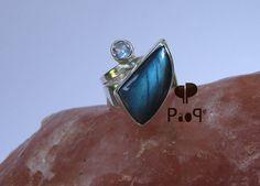 anillo de plata, labradorita y piedra luna https://www.facebook.com/paope.orfebre