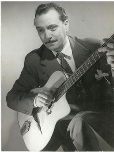 very rare photo django Art Music, Music Artists, Gypsy Guitar, Django Reinhardt, Musician Photography, Jazz Guitar, Guitar Chords, Gypsy Jazz, Jazz Poster