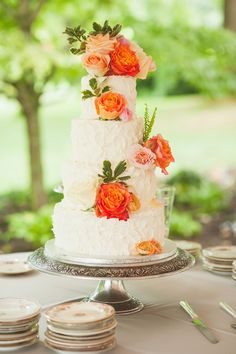 Peach and tangerine roses dressed this cake up with a punch of color! // Lori Hedrick Photography