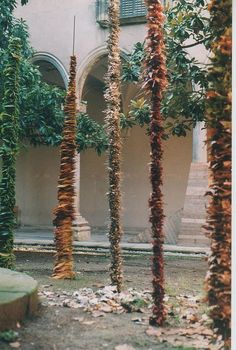 towers of skewered natural objects - Escola d'Art de Vic. Experiències amb fulles by eudald_alabau on Flickr