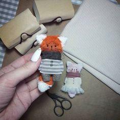 Спасибо всем Вам за такой интерес к моим брошкам) покой мой потерян😨😂 Работаю...они мне уже снятся😁 Fabric Toys, Fabric Art, Baby Crafts, Felt Crafts, Ooak Dolls, Blythe Dolls, Doll Patterns Free, Handmade Stuffed Animals, Handmade Soft Toys