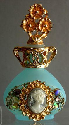 24K gold-plated portrait perfume bottle.