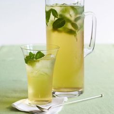 "1 cupfresh mint leaves, washed  3-4 green tea bags  Ice  ""This steamy sip hydrates like water, which can help fill you up and shed pounds. Plus, the antioxidants in green tea will up your fat burn and calorie burn. One study found that five cups a day could help you lose twice as much weight, most of it around your middle. ""  Honey or agave, fresh lavender leaves (optional)"
