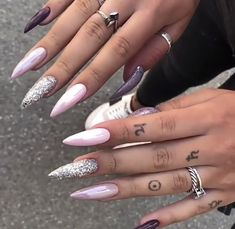 Coffin Nails coffin nails with jewels Aycrlic Nails, Stiletto Nails, Pink Nails, Coffin Nails, Cute Nails, Hair And Nails, Manicures, Glamour Nails, Classy Nails