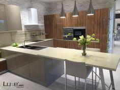 Proyecto de cocina Luxe by Alvic en alto brillo. Puertas con tirador integrado Finger Pull de Alvic.