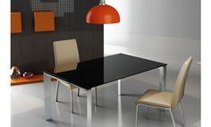 Mesa de comedor de cristal negro. 120 x 90 x 76