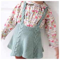 / Easy enough twirly skirt! (norwegian and english) Enkelt nok snurreskjørt! / Easy enough twirly skirt! (norwegian and english) Ravelry, Knitting For Kids, Baby Knitting Patterns, Crochet Baby, Knit Crochet, Knit Baby Dress, Knitted Baby Clothes, Baby Skirt, Knit Skirt