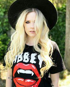 """Todo esse Tempo Ele Fingia Foi Muito Para O Meu Final Feliz """"Avril Lavigne"""""""