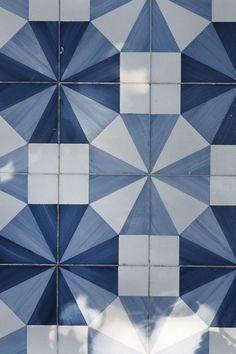Azure blue tiles at Parco dei Principi.