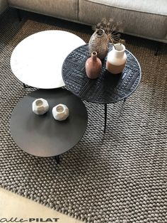 Elegant Living Room, Boho Living Room, Living Room Carpet, Living Room Decor, Center Table Living Room, Coffee Table Grey, Antique House, Decorating Coffee Tables, Interior Exterior