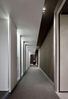 0863_31-Park-Hyatt-Shanghai-Guestroom-Corridor-11-687x1000.jpg 687×1,000 pixels