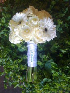 http://scentsationalevents.files.wordpress.com/2011/01/white-gerbera-white-rose-bouquet.jpg