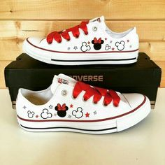 Converse - Mickey and Minnie Mouse 1 Disney Shoes, Disney Outfits, Disney Converse, Converse For Girls, Disney Painted Shoes, Hand Painted Shoes, Disney Clothes, Teen Fashion, Fashion Shoes