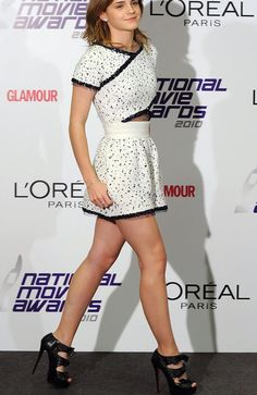 Emma Watson Legs, high heels, there is nothing else to say. Take a look. Emma Watson Stil, Emma Watson Body, Emma Watson Legs, Emma Watson Sexiest, Hottest Female Celebrities, Beautiful Celebrities, Beautiful Actresses, Celebs, Vestidos