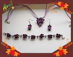 Ami Floare la Ureche: Flori de liliac pe fond negru