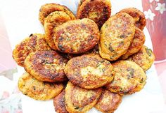 Chifteluțe de LINTE și VERDEȚURI – rețetă de post Yami Yami, Turkish Recipes, Ethnic Recipes, Veggie Recipes, Healthy Recipes, Vegan Dishes, Food To Make, Good Food, Food And Drink