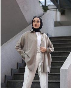 Hijab Fashion Summer, Modest Fashion Hijab, Modern Hijab Fashion, Winter Fashion Outfits, Muslim Fashion, Modest Outfits, Simple Outfits, Mode Turban, Photographie Portrait Inspiration